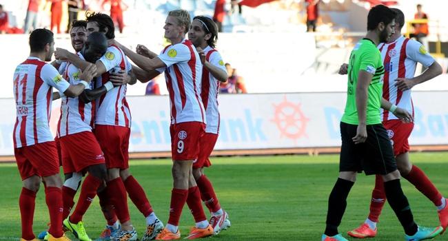 Antalyaspor evinde kazanıyor