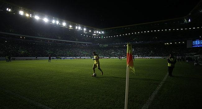 Devler Ligi maçına elektrik çarptı!